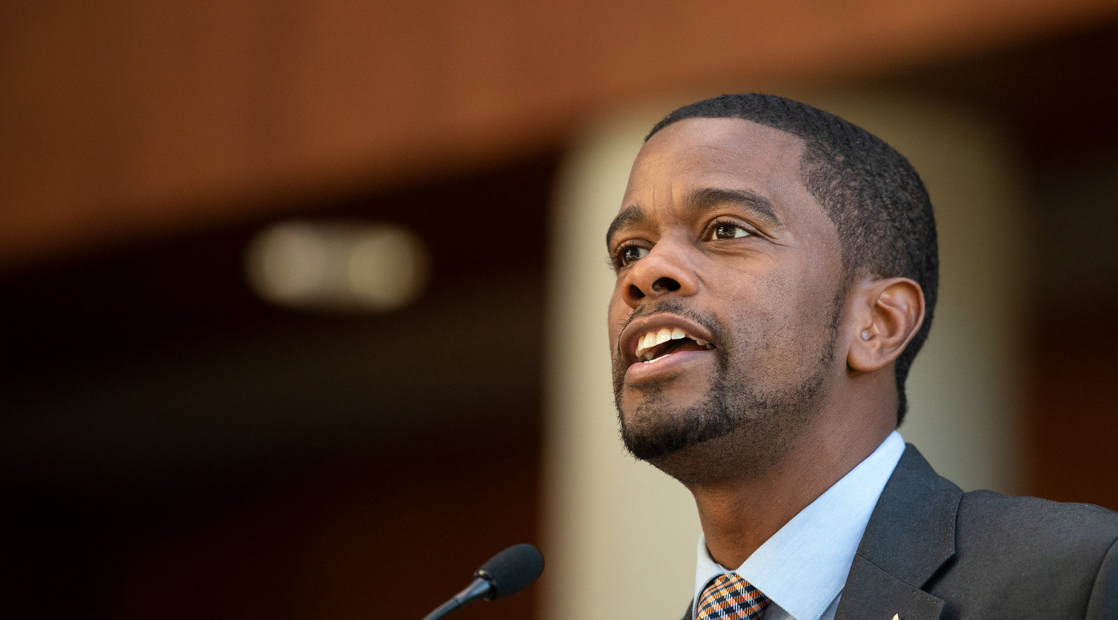 melvin carter speaking in the st. thomas law school atrium